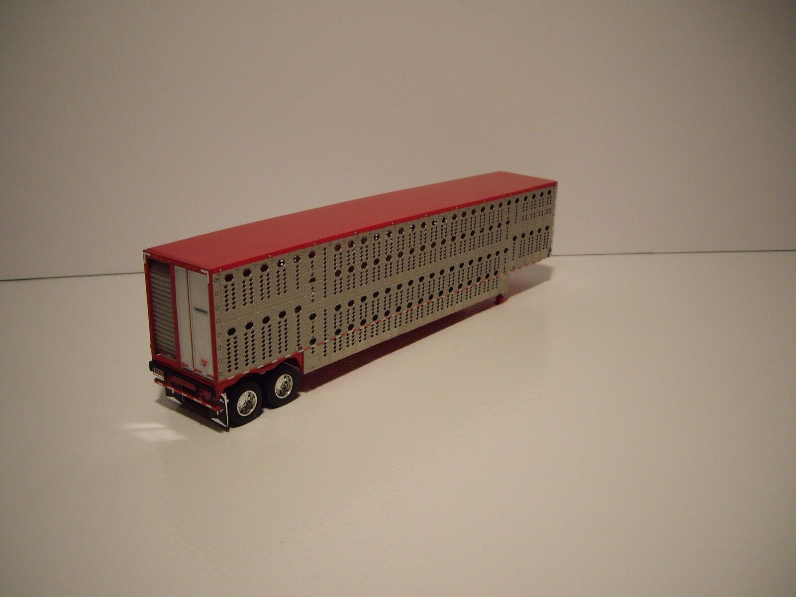 DCP FIRST GEAR 1/64 RED AND SILVER TANDEM AXLE LIVESTOCK  2