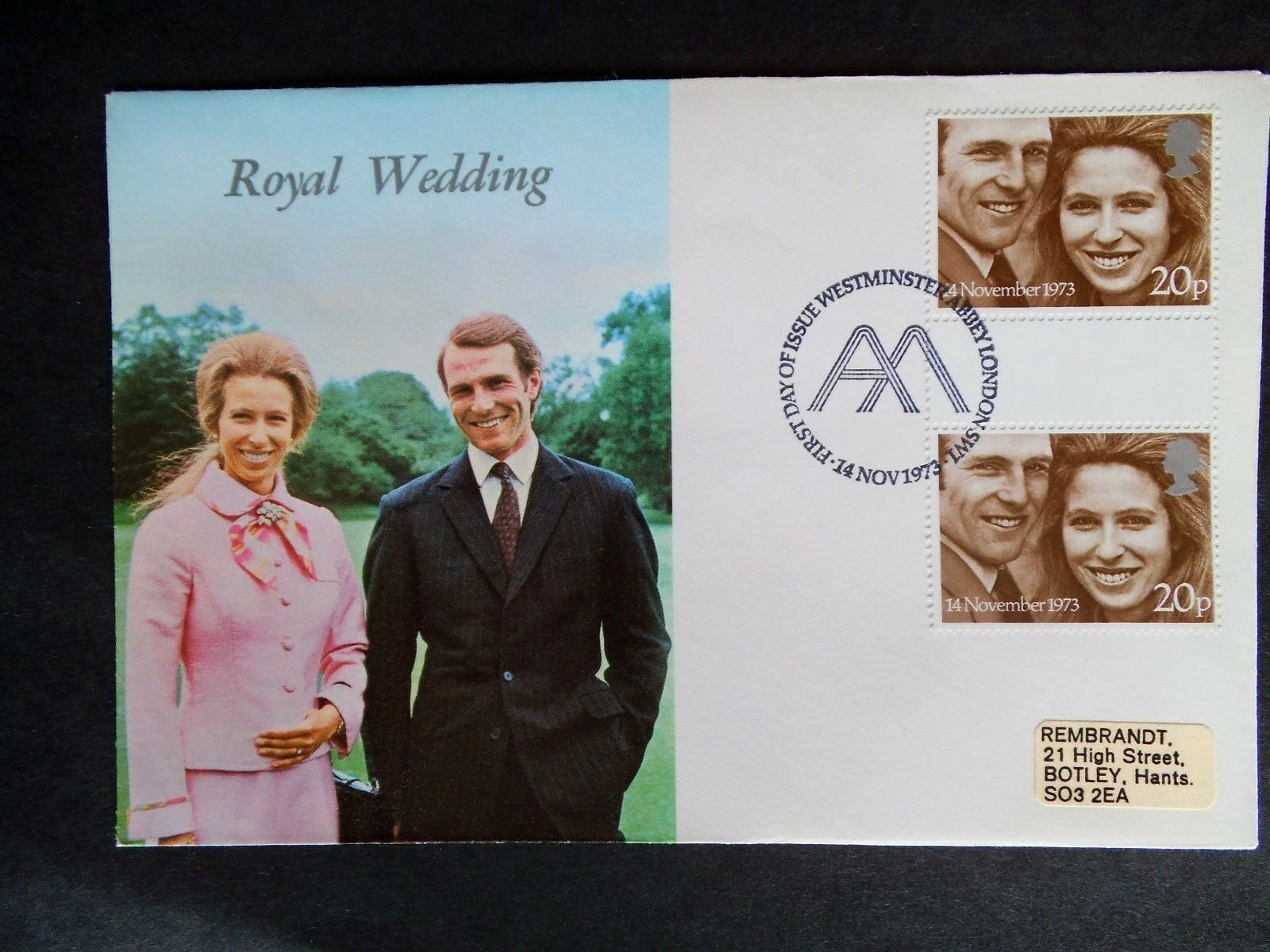 1973 ROYAL WEDDING STAMPS FIRST DAY COVER WITH GUTTER PAIR (WESTMINSTER ABBEY)