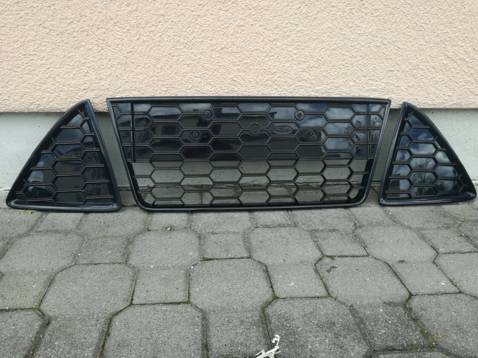 Ford Focus MK3 Kühlergrill vor Facelift Model