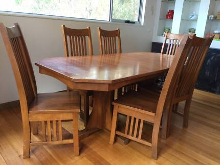 Solid Wood Extendable Table MUST SELL TODAY