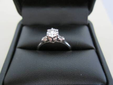 Diamond Engagement Ring - Certificate of Valuation included