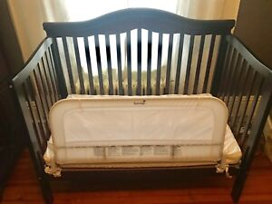 Baby Crib convertible to daybed and twin bed