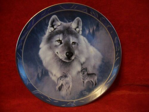 "Beautiful Limited Edition Plate ""Silver Scout"" Wolves by Bradford Exchange"