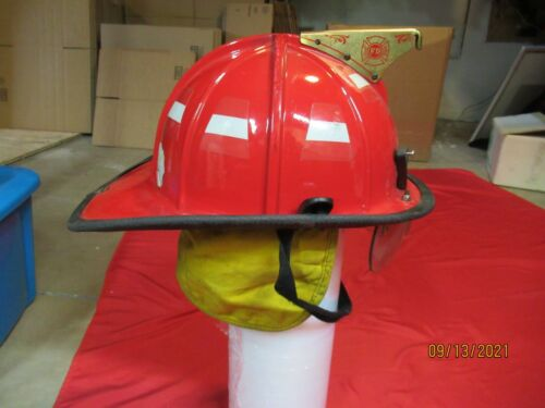 MFG 2010 Cairns 1010 Fire Helmet BOURKES RED FIREFIGHTER CAPTAIN ESS GOGGLES