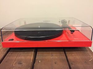 Music hall - mmf 2.2le Ferrari Red turntable $450 OBO