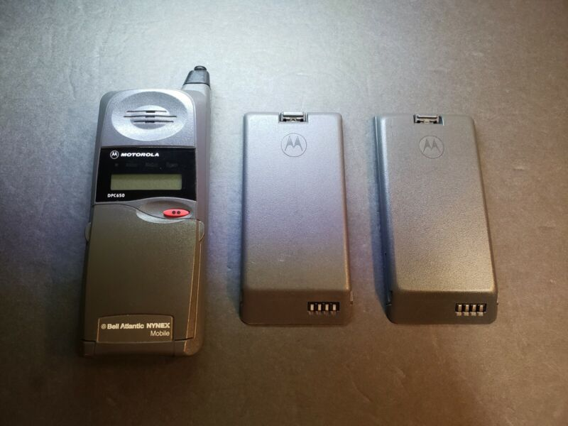 Vintage Motorola DPC650 Phone Untested ( 2 battery )Charger Not Included