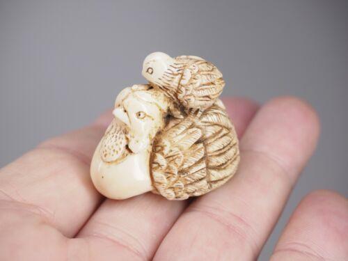 Hand carved Japanese netsuke hen antique.