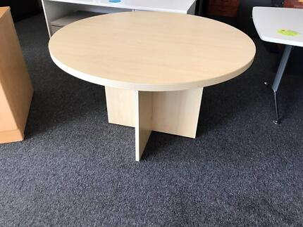 SECOND HAND   ROUND MEETING TABLE 1200MM (3302s)
