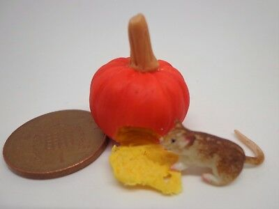 1:12 Scale Mouse Eating Pumpkin Seed  Dolls House Miniature