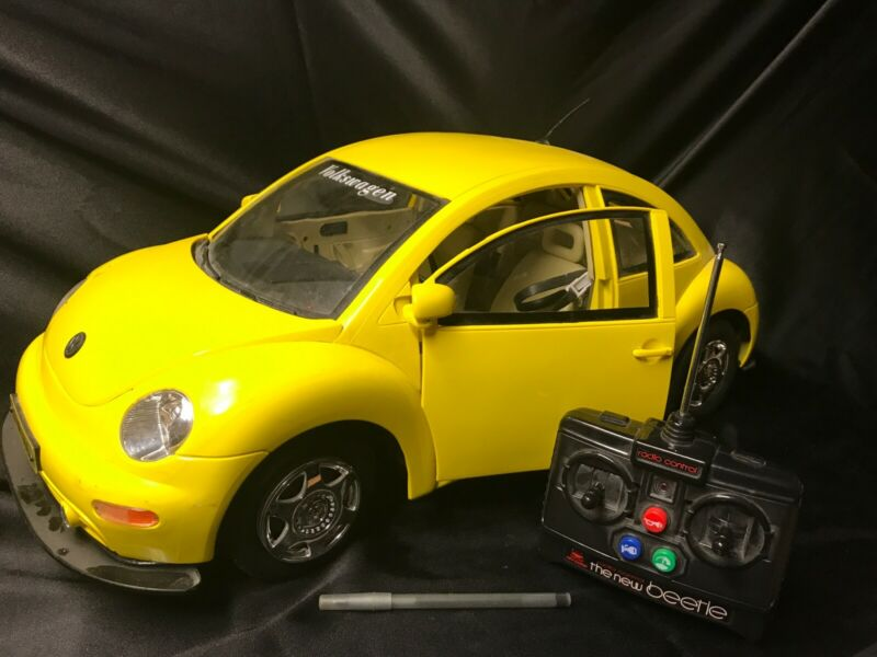 "New Bright Volkswagen Beetle Radio Controlled Yellow 1:6 Giant 26"" With Remote"