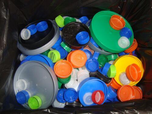 LOT OF OVER 1000 PLASTIC  BOTTLE CAPS LIDS ARTS,CRAFTS ASSORTED COLORS & SIZES