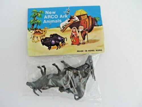 Vtg  Arco Atlantic Richfield Co Ark Animals Plastic Sealed Pack Hong Kong  #5037