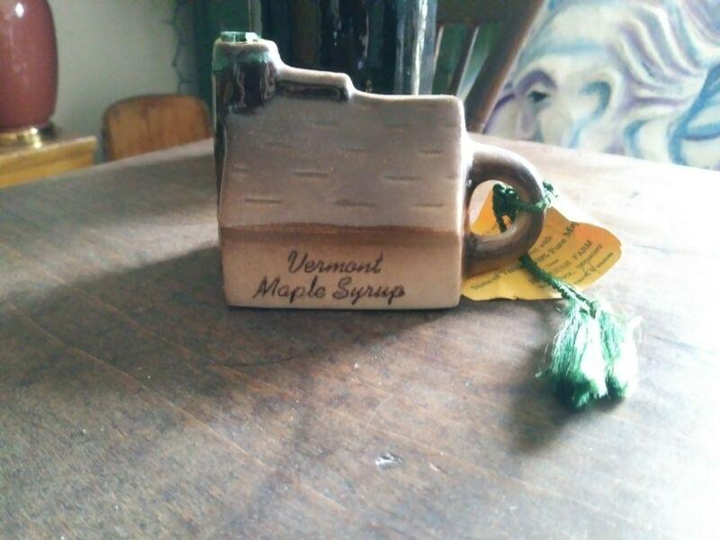 Pottery Jug Real Vermont Sugar House Souviner Vermont, USA Sugarbush Farm