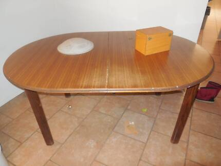 FREE Extendable solid dining table Casula Liverpool Area Preview