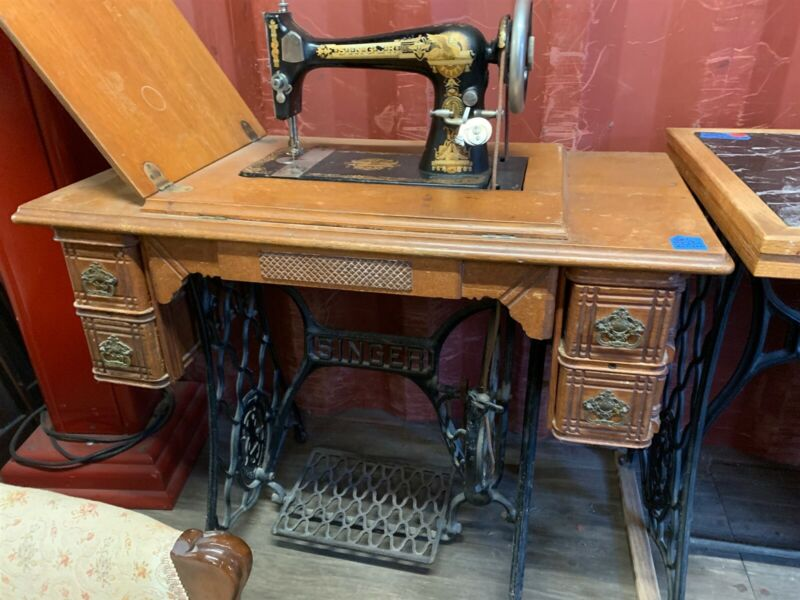 1903 Singer Model 27 Sphinx Treadle Sewing Machine