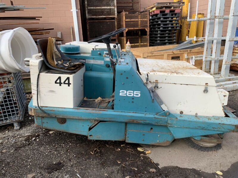Tennant Industrial Power Sweeper Ride On