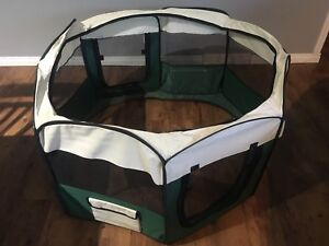 Like new Dog PlayPen with Optional floor and Screen top