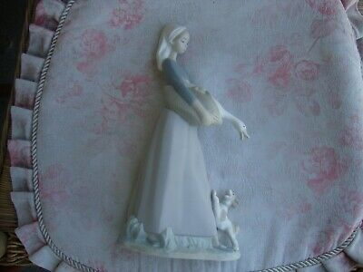 LLADRO GIRL WITH GOOSE AND DOG~