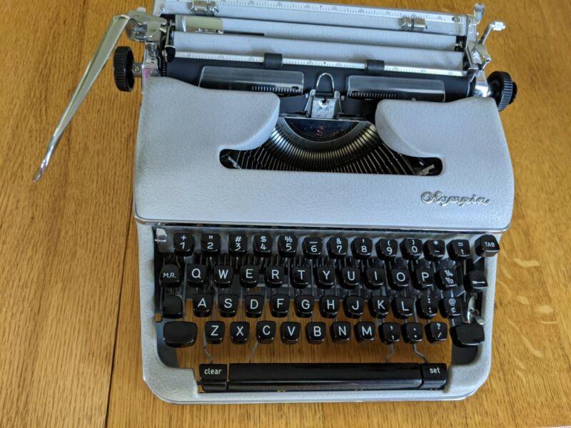 Articole Sport, Timp Liber si Arta - Anunturi - masina de scris olympia
