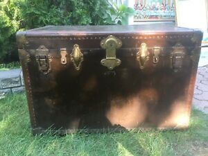 Antique Steamer Trunk / Coffre de Voyage antique
