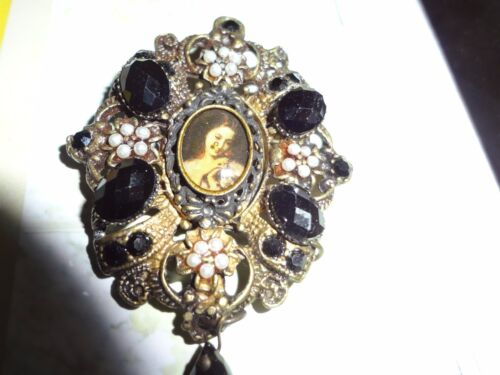 VINTAGE VERY UNUSUAL CAMEO PIN W/ POLISHED BLACK STONES AND FAUX PEARLS