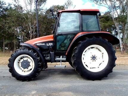 New Holland L85 4x4/Tractor
