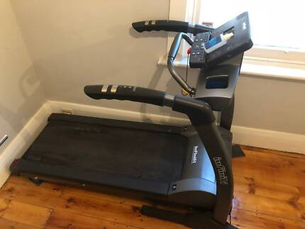 Infinity 1200i sport series treadmill in near new condition