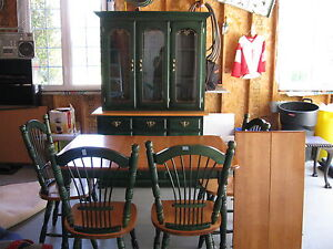 Beautiful Hutch and Table Set