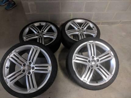 4 X 19 inch Genuine VW Golf R Telladega wheels
