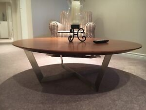 Round wood coffeee table from Mobilia