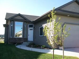 3 Bedroom House in Vanier Available Now!