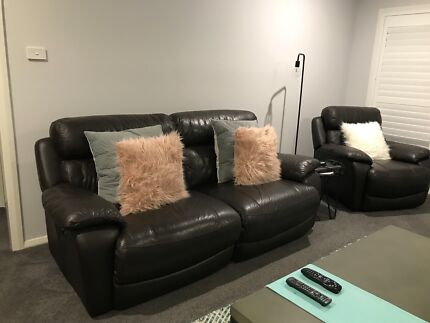 2 SEATER LEATHER ELECTRIC RECLINER
