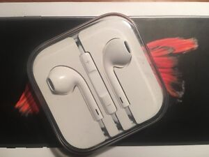 Apple EarBuds (New)