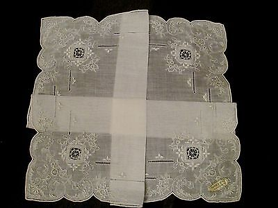 Vintage unused White/Ivory Wedding Brode main Embroidery linen hanky
