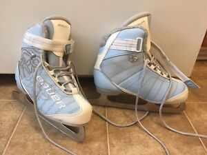 Women's Bauer Skates with fleece lining. Size 7. Hardly worn.