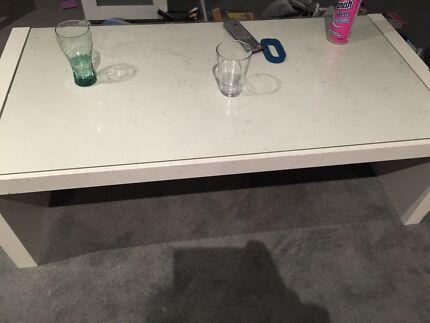 IKEA white coffe table in good condition Carlton Melbourne City Preview