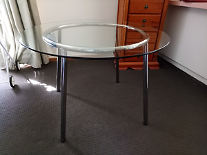 Round Glass Dining Table. Narre Warren Casey Area Preview