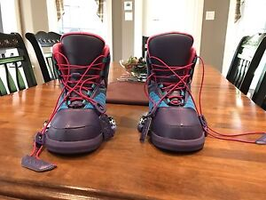 CWB ember wakeboard bindings sizes 5-7 in mint condition!