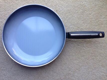 Essteele 30cm base pan