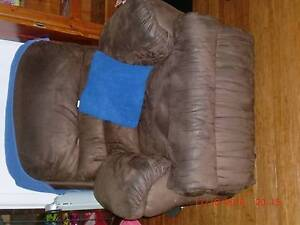 3 seater lounge and chairs Pendle Hill Parramatta Area Preview