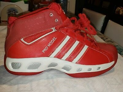 - NEW ADIDAS MEN'S PRO MODEL TEAM COLOR BASKETBALL SHOES,  UNIV RED/WHITE SIZE 9