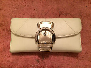 COACH-LEATHER-WALLET-IVORY-GOLD