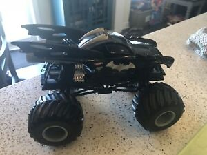 Hot Wheels Monster Jam Batman 1:24 Scale Truck,Large,