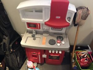 Fisher Price Kitchen with box of food and accessories