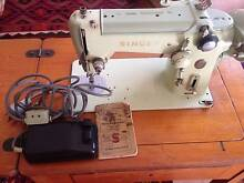 Vintage Singer Sewing Machine. Tweed Heads Tweed Heads Area Preview