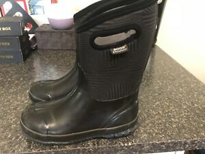 BOGS Winter Boots for Boys Size youth 6