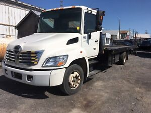 2007 Hino 258 flatbed tow truck