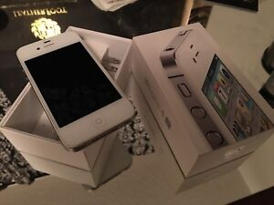 iphone 4s 16 gb with charger and box