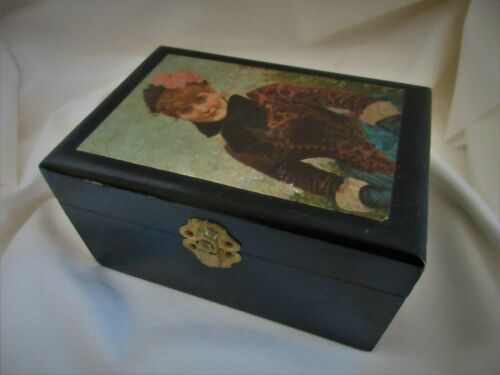 THE MOST PRISTINE ANTIQUE VICTORIAN SOAP OR SEWING THREAD BOX EVER! BEAUTIFUL
