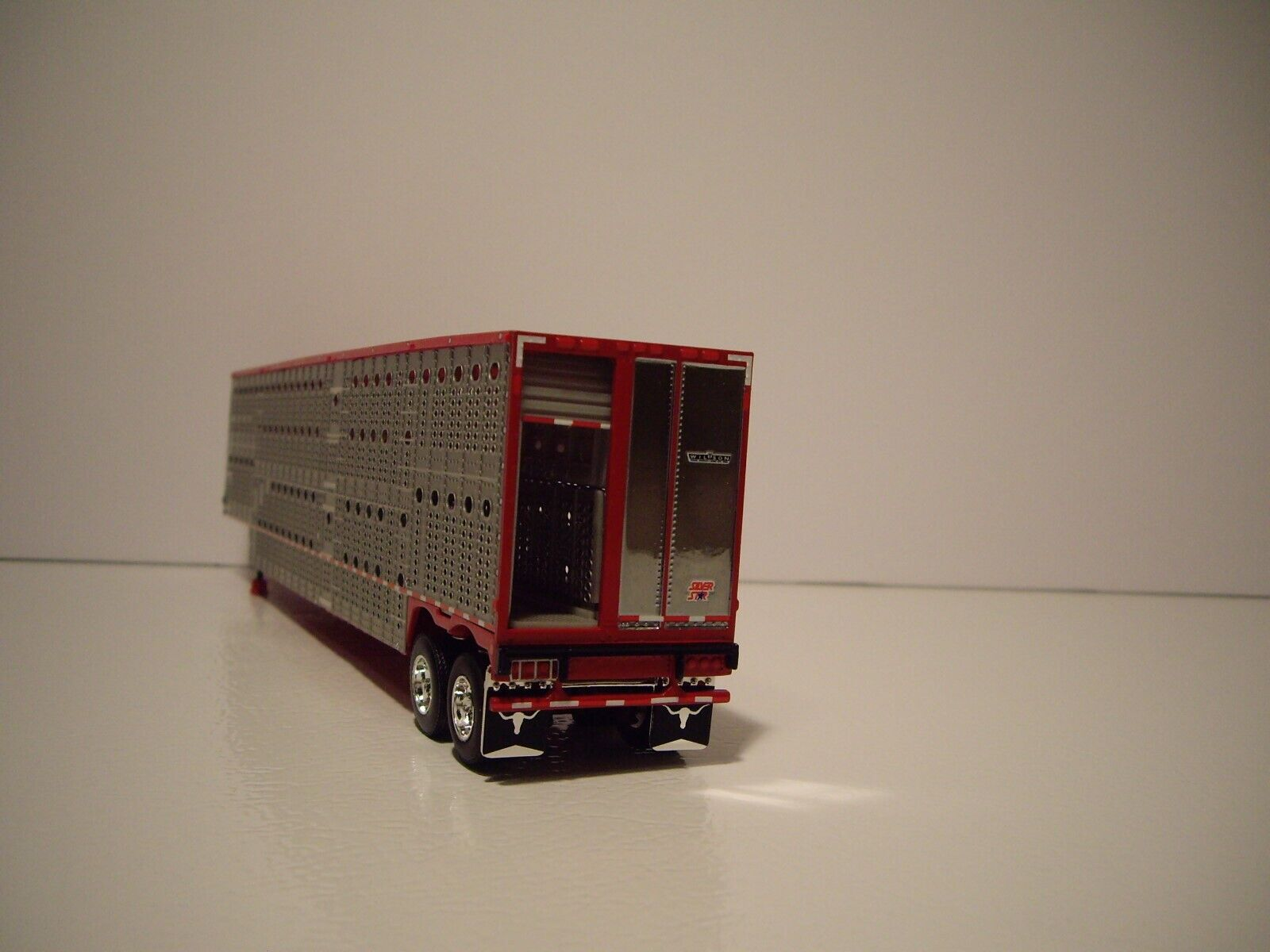 DCP FIRST GEAR 1/64 RED AND SILVER TANDEM AXLE LIVESTOCK  3